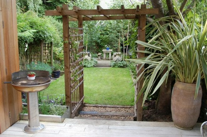timber-archway-with-trellis